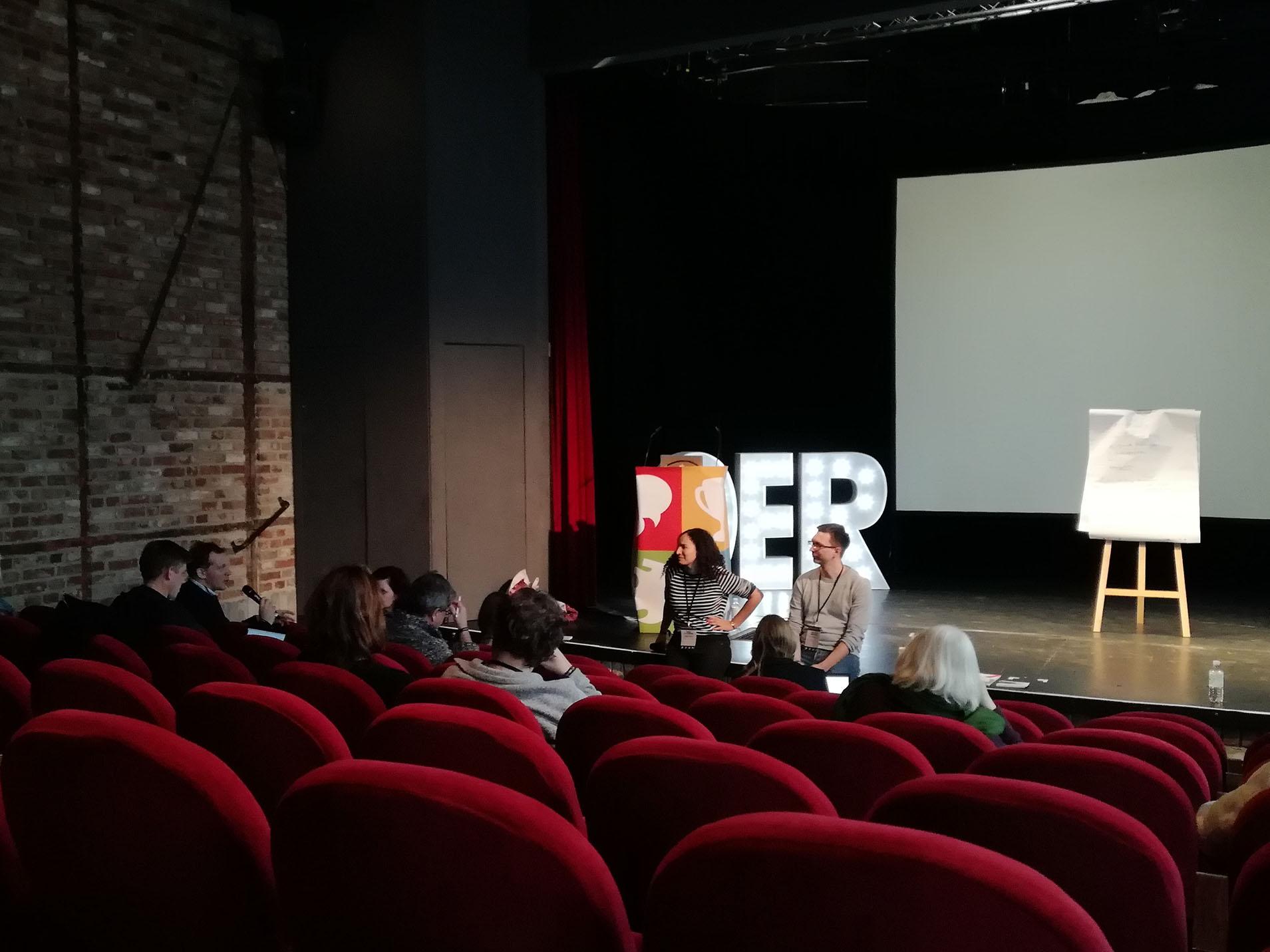 Zuhörende in einem Theatersaal auf dem OER Festival 2017 in Berlin