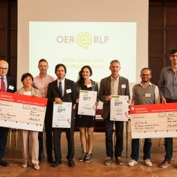 Das Foto zeigt die Gewinner*innen des OER Awards RLP 2018.